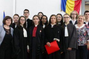 foto:-ziua-justitiei-sarbatorita-de-elevii-de-la-unirea-la-tribunalul-mures