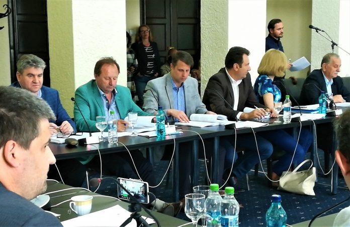 decizie patru din consilierii exclusi din pnl si consiliul local municipal au dat in judecata de noua ori prefectura si partidul miculi a castigat
