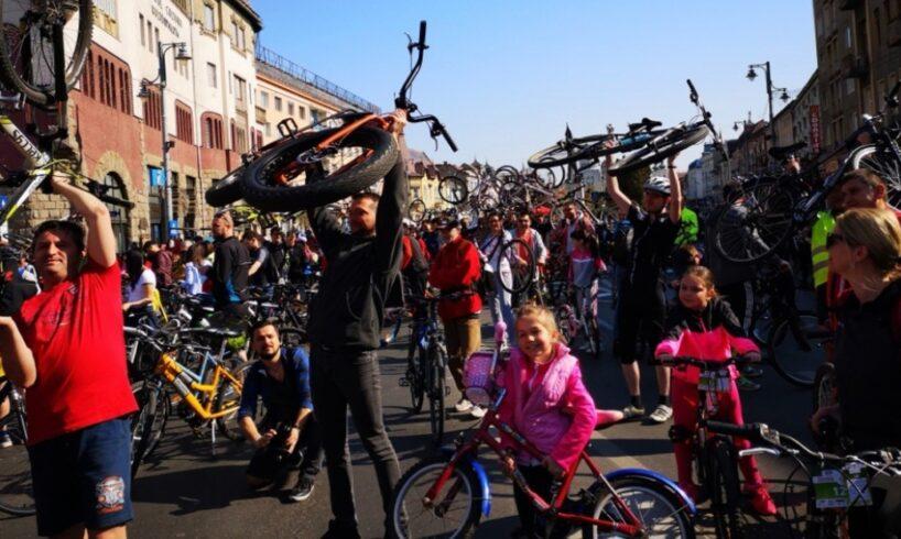 respect!-sute-de-mureseni-au-pedalat-pentru-realizarea-unui-salon-de-terapie-intensiva-pentru-copii!