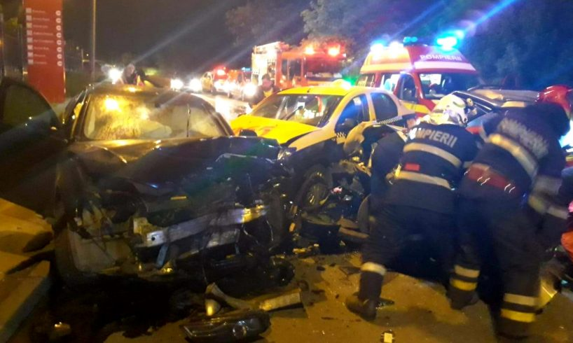 acum o persoana a murit in urma impactului devastator dintre 3 masini la medias video