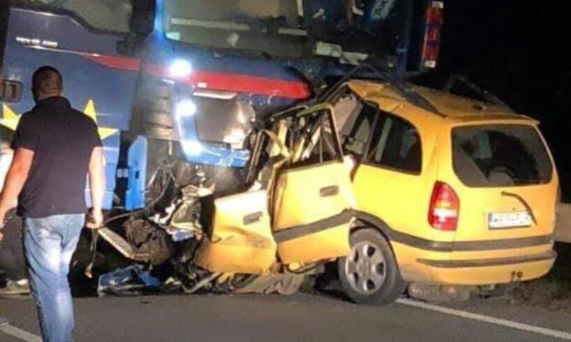 acum!-accident-mortal-dupa-impactul-frontal-intre-o-masina-si-un-tir,-pe-dn-15!