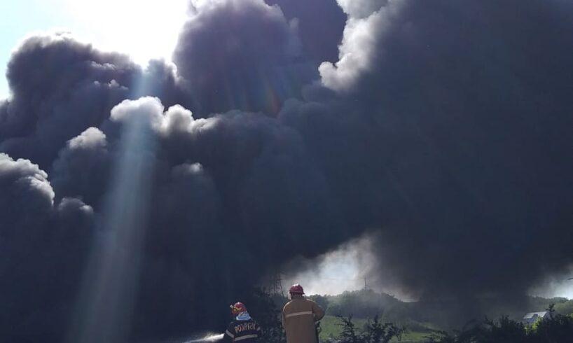 incendiu de vegetatie uscata si cauciucuri la corunca