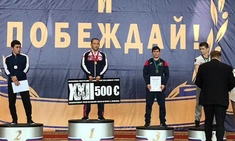 medalie-de-bronz,-la-lupte-libere