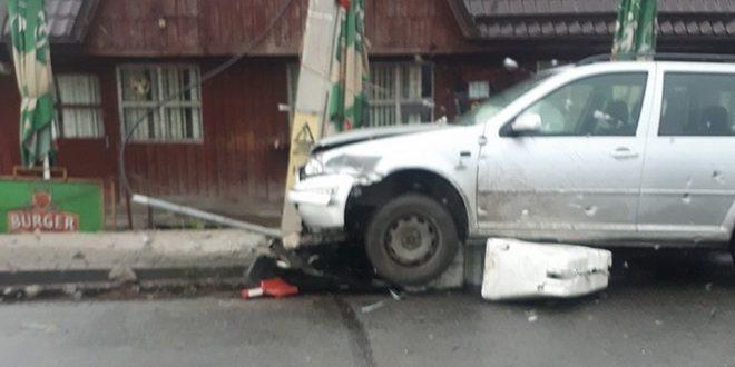 accident-in-sangeorgiu-de-mures:-a-condus-baut-si-s-a-izbit-de-un-stalp!