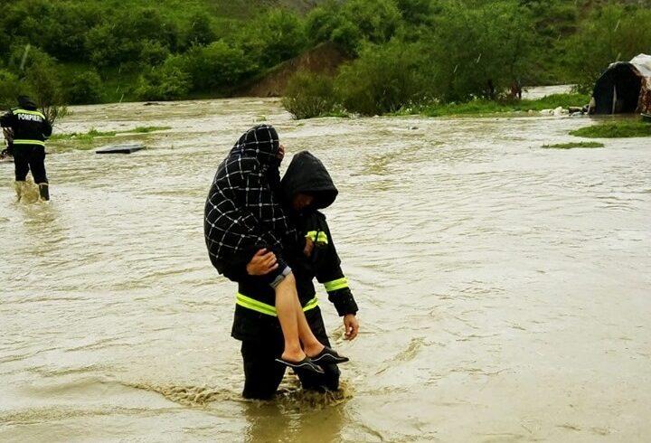 20-de-persoane-din-localitatea-budacu-de-jos,-judetul-bistrita-nasaud,-au-fost-evacuate-din-cauza-riscului-de-viitura