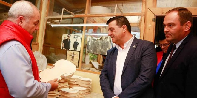 ministrul niculae badalau in vizita la fabrica de viori gliga