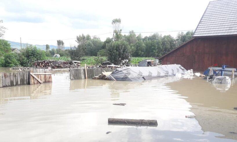 pompierii harghiteni intervin pentru inlaturarea efectelor inundatiilor