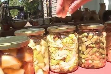 arome traditionale bucate alese si preparate dupa retete din antichitate la un festival in mures