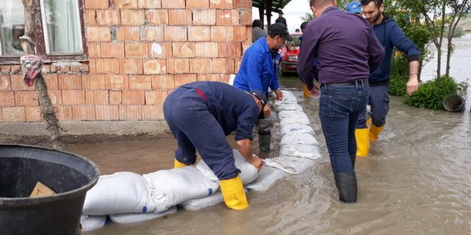 video,-foto:-profesionistii-aba-mures,-interventie-prompta-la-inundatia-de-la-sanpaul