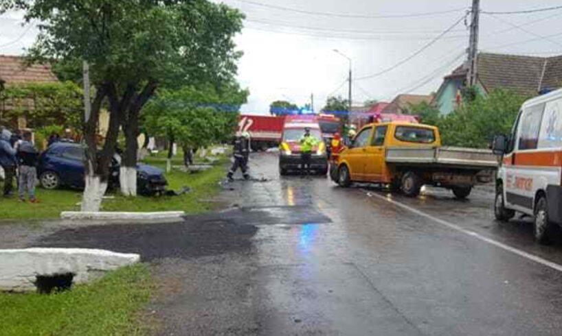 politia 5 victime dupa ce o masina a patruns pe contrasens si a intrat frontal intr o duba