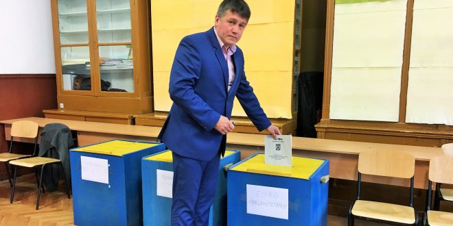 """foto.-deputatul-vass-levente-(udmr):-""""am-votat-pentru-linistea-tarii,-pentru-normalitate-si-pentru-dezvoltare-impreuna-–-romani,-maghiari-si-sasi"""""""