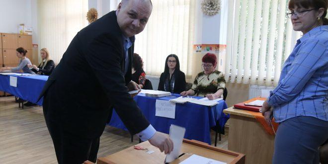foto deputatul corneliu florin buicu psd vot la 7 dimineata am votat pentru reprezentanti care sa nu voteze impotriva romaniei al bruxelles