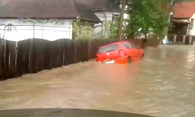 foto.-ploile-torentiale-au-pus-in-pericol-sectiile-de-votare-din-mures!