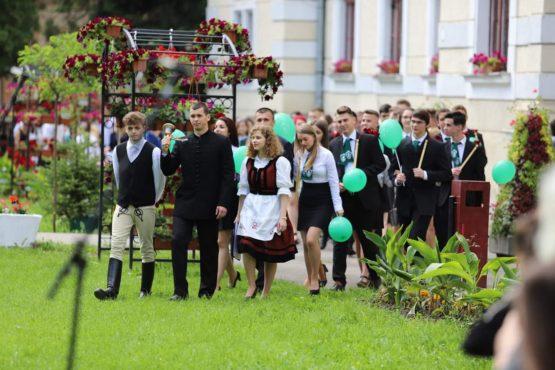 prima serie de absolventi ai liceului teologic romano catolic