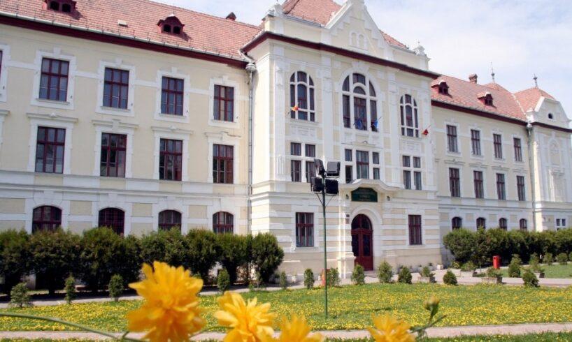 "colegiul-national-""unirea""-din-targu-mures-a-primit-astazi-distinctia-""nicolae-iorga""-pentru-rezultate-deosebite"