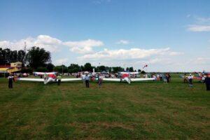 spectacole aeriene de ziua copilului pe aerodromul clinceni si aeroportul brasov