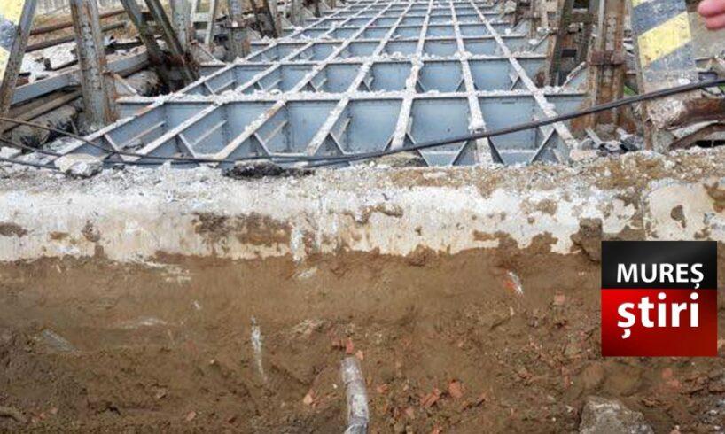 atentie starea podului in timpul demolarii real pericol pentru mureseni foto