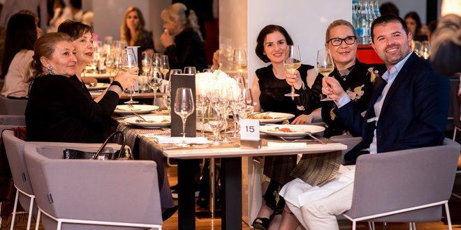 foto vin si convivialitate meniu nou lansat la restaurantul privo