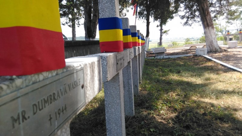 ceremonie de ziua eroilor la cimitirul de la oarba de mures