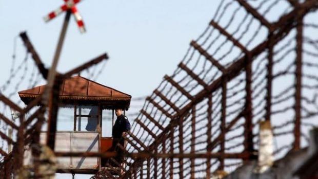 ucigasul politistului cristian amariei din judetul timis a fost externat si dus la penitenciarul din timisoara