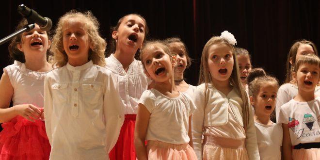 galerie foto stelele palatului un spectacol plin de culoare cu participarea elevilor si piticilor de la palatul copiilor