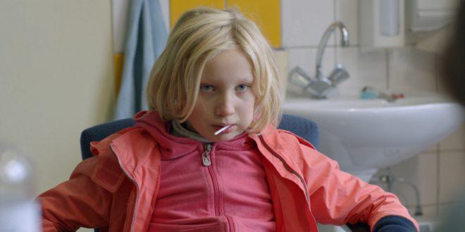 cronica film cand ea se dezlantuie sistemul se face tandari copilul problema la tiff