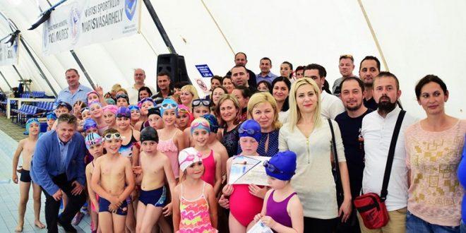 peste 1 000 de elevi targumureseni au invatat sa inoate in cadrul cursurilor gratuite initiate de municipalitate