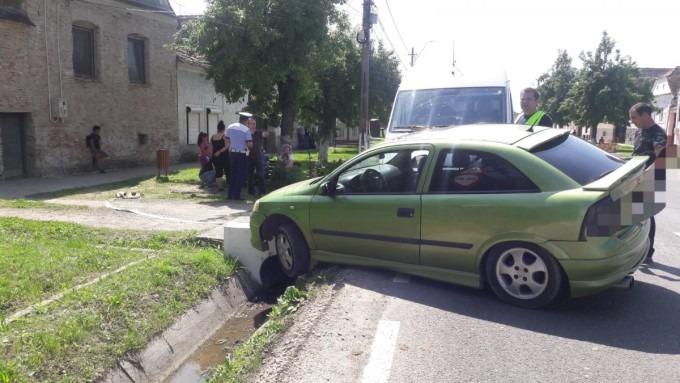 accident rutier la sibiu o femeie si fetita ei de 4 ani transportate la spital