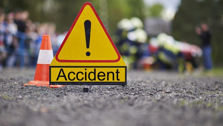 accident la sanisor o femeie de 30 de ani a pierdut controlul asupra directiei si a intrat in stalp