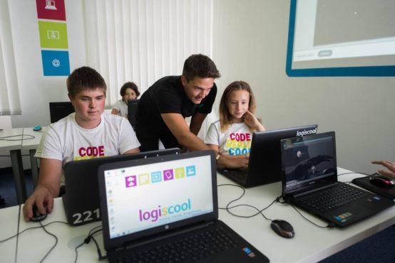 din iunie logiscool scoala internationala de programare si robotica prezenta si la targu mures