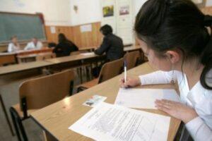 aproape 155 000 de absolventi ai clasei a viii a s au inscris pentru sustinerea evaluarii nationale