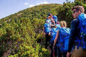 exploreaza natura prin intermediul proiectului scoala de mers pe munte