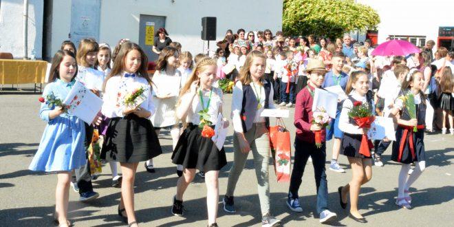 final de scoala pozitiv pentru clasa iv a d de la augustin maior