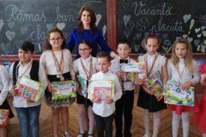 premii-pentru-elevii-clasei-a-ii-a-din-solovastru
