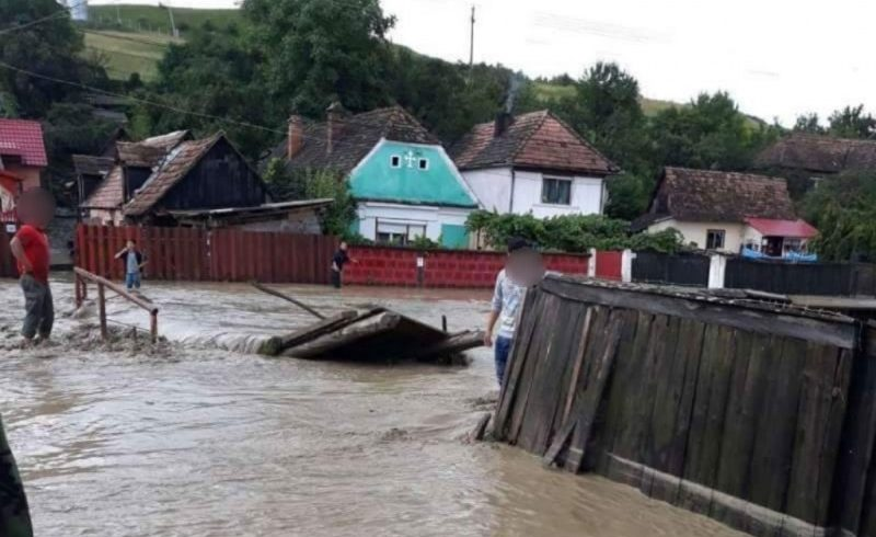 case si gospodarii inundate in zona ciucului