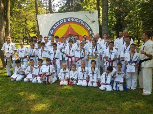 trei locuri i la karate