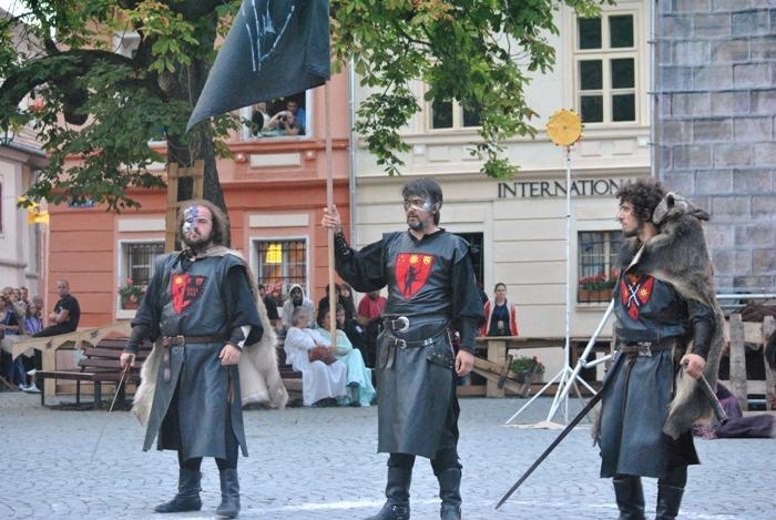 ordinul cavalerilor lup participa la deschiderea europenelor de triatlon