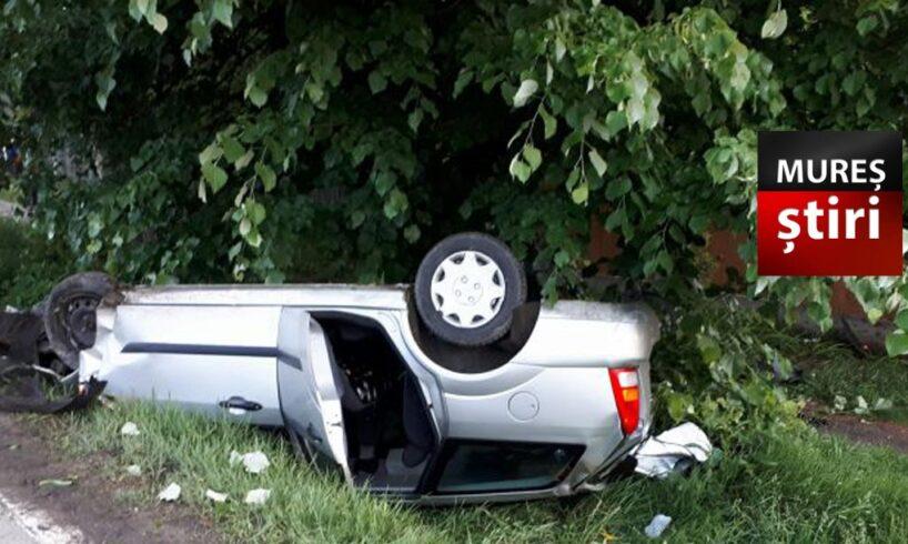 inconstienta un sofer pensionar a bagat 4 tineri in spital dupa ce s a rasturnat cu masina