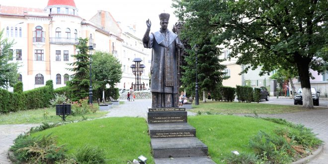 foto.-statuie-dedicata-sfantului-iuliu-hossu