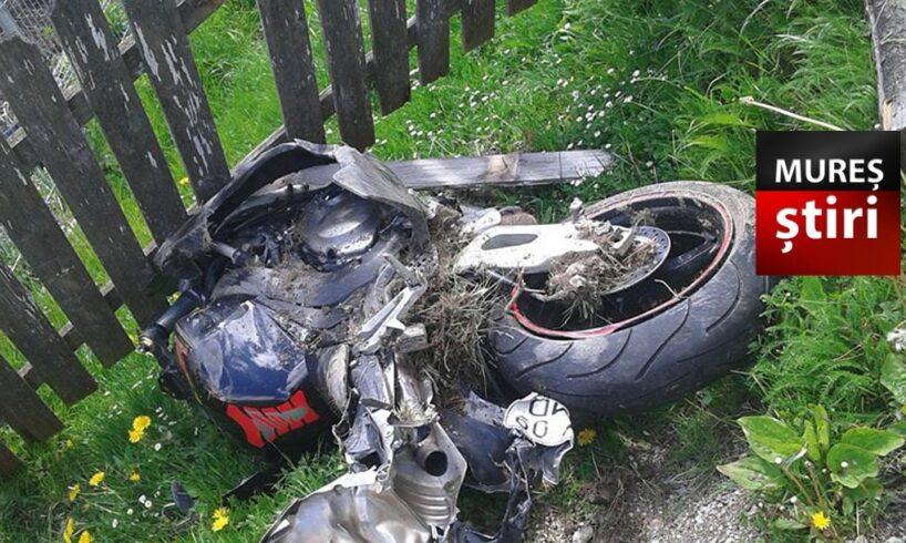 pericol!-un-tanar-a-intrat-cu-motocicleta-in-gard!-nu-avea-permis