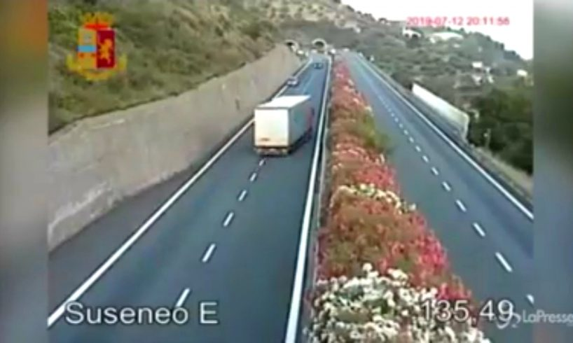video.-un-sofer-roman,-beat-la-volan-si-pe-contrasens-pe-autostrada,-a-ramas-fara-tir?