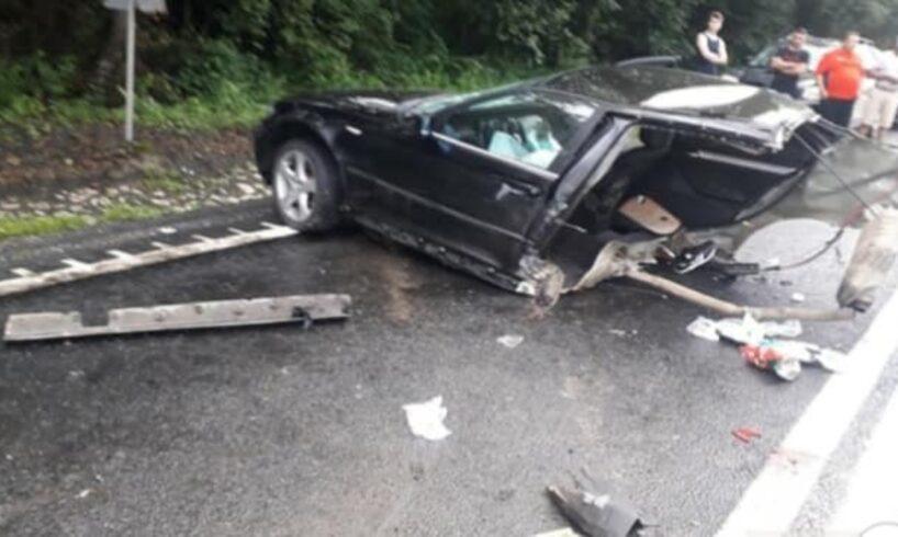 acum un bmw s a rupt in doua in urma unui groaznic accident pe dn1 foto