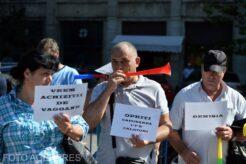 cateva-zeci-de-feroviari-protesteaza-in-fata-ministerului-transporturilor