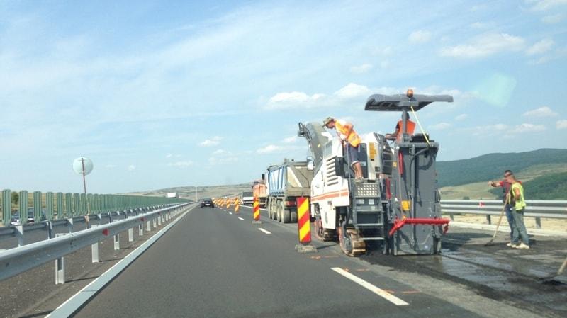 se montezaa grinzile pasajului peste autostrada la iernut restrictii de circulatie