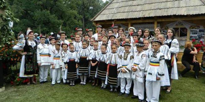 """sarbatoarea-folclorului-international,-la-festivalul-""""pe-gurghiu-in-jos-si-n-sus"""""""