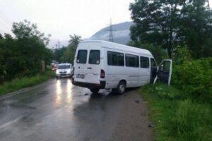 doua-microbuze,-implicate-intr-un-accident-in-judetul-brasov,-pe-dn10