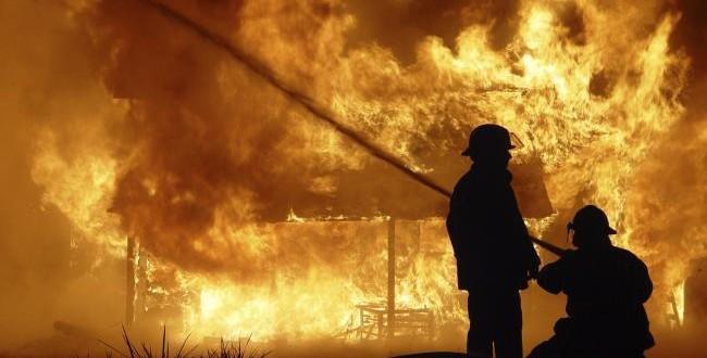 acum incendiu la o casa in ludus cu pericol de propagare