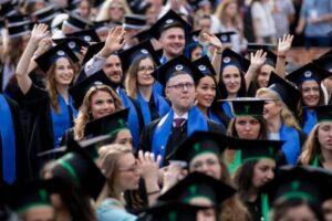 programul complet al festivitatii de absolvire a studentilor umfst ministrul educatiei nationale prezent alaturi de absolventi