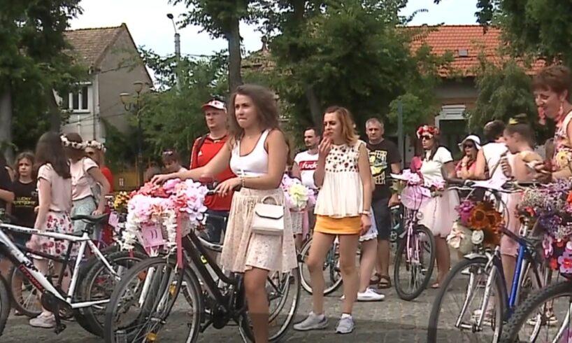 foto peste 150 de doamne si domnisoare in fuste pe bicicleta pe strazile din targu mures