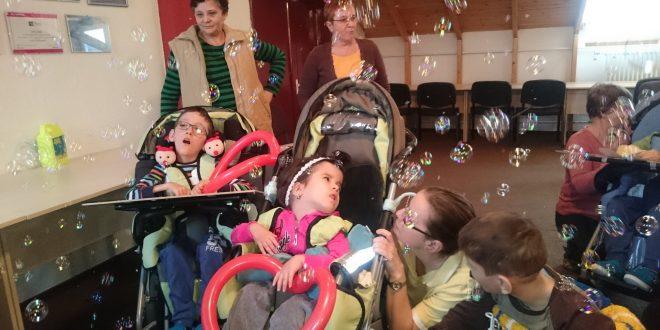 foto:-8-luni-de-activitati-de-teatru-interactiv-pentru-copiii-cu-dizabilitati-din-centrul-de-ingrijire-si-recuperare-perseverenta-din-targu-mures